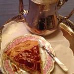 galette des rois et tasse de thé
