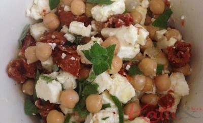 recette de pois chiches, féta, tomates sèchées
