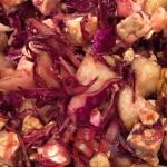 Salade de chou, poire, féta, noix