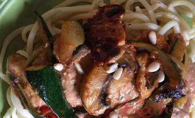Spaghetti aux légumes et au pesto