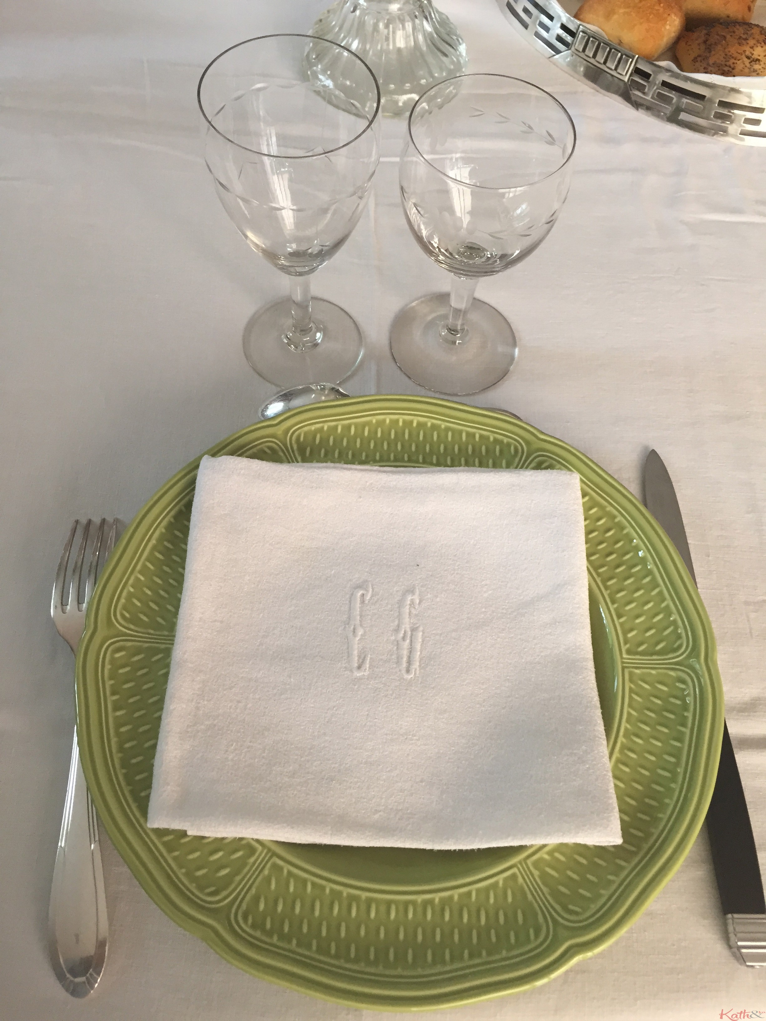 Comment dresser une table la fran aise kath n ko - Comment brancher une table a induction ...