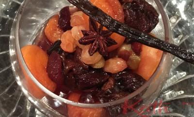 compotée d'abricots, de pruneaux, badiane, vanille