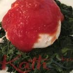 oeuf poché sauce tomate, épinards