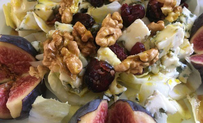 salade endives, figues, roquefort, cranberries, noix