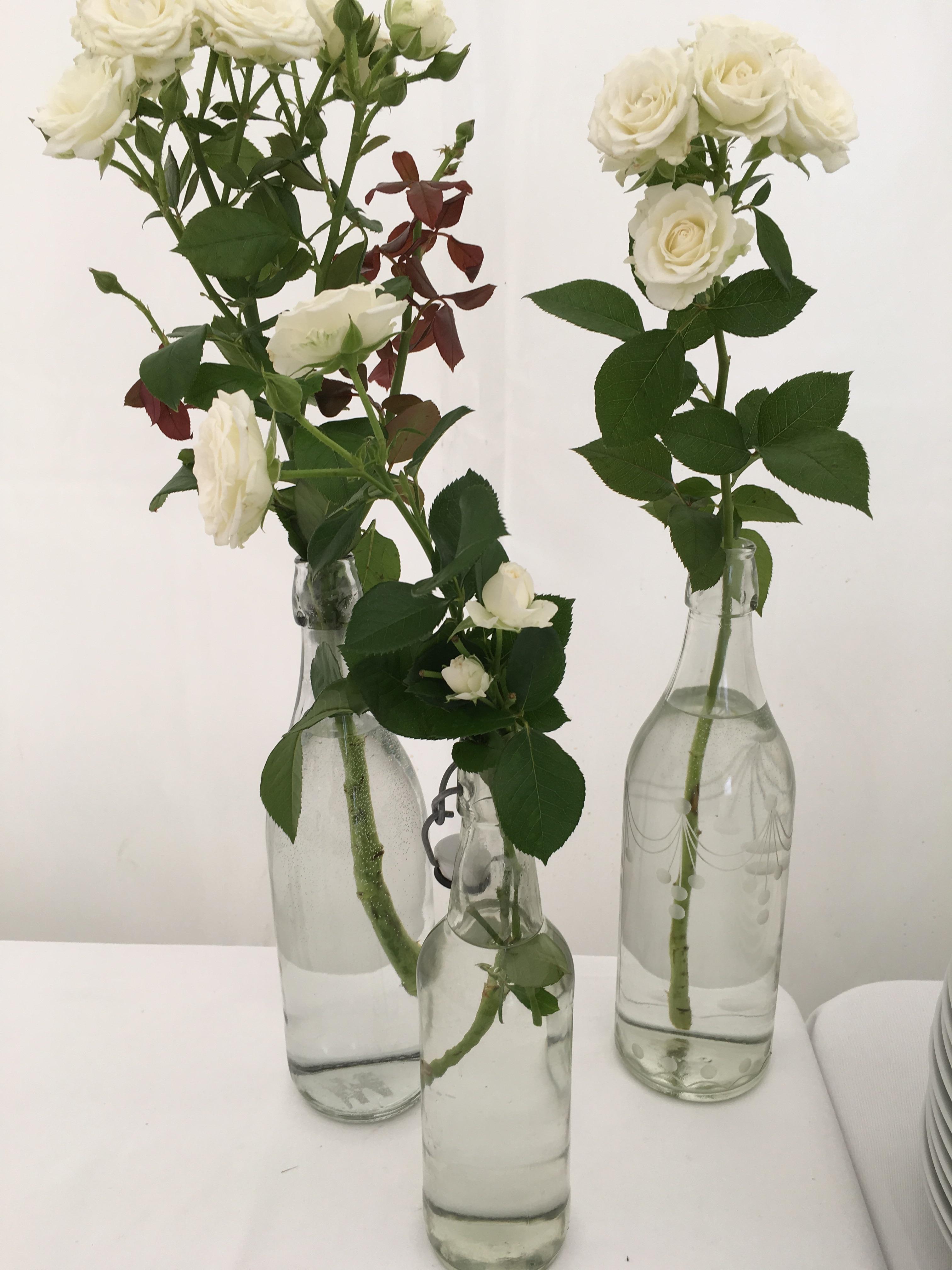 bouteilles et fleurs